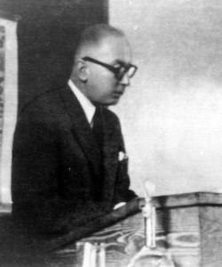 Pro. Marian Grzybowski  na katedrze (czerwiec 1948)